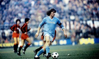 Ruud Krol in azione con la maglia del Napoli
