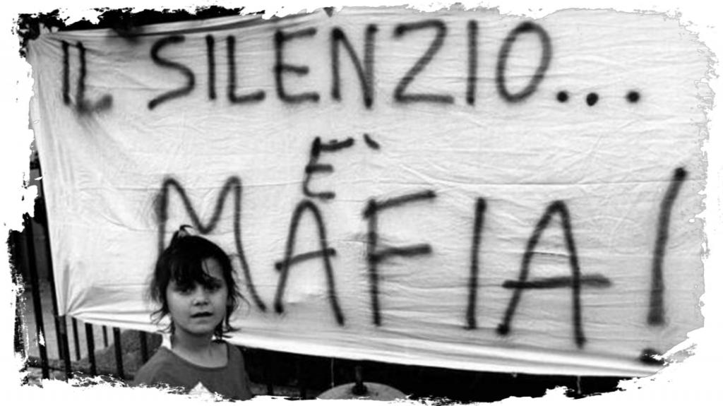 """""""La Mafia uccide, il silenzio pure"""" su striscione"""