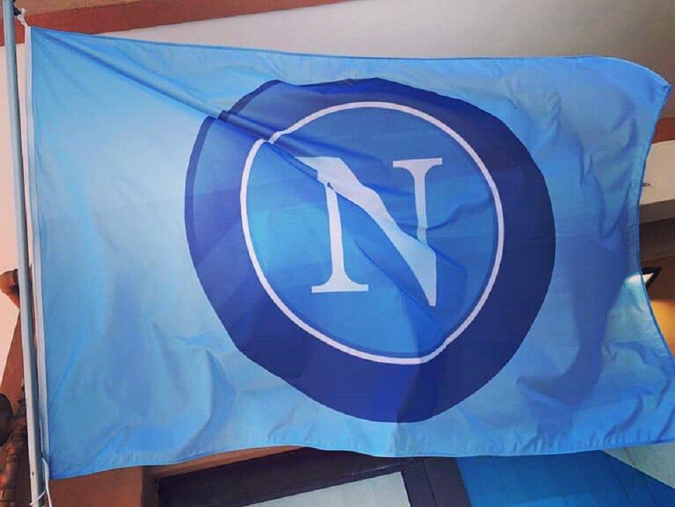 I Club Napoli uniti per mostrare la loro vicinanza alla squadra